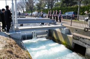 用水路に設置された小水力発電=入善町入善